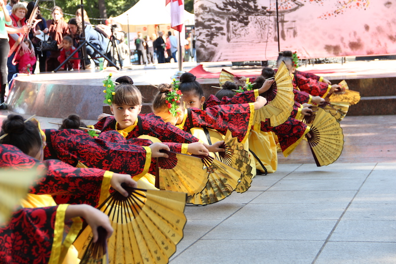 The local children's fan dance attracted large audiences during the China Day event