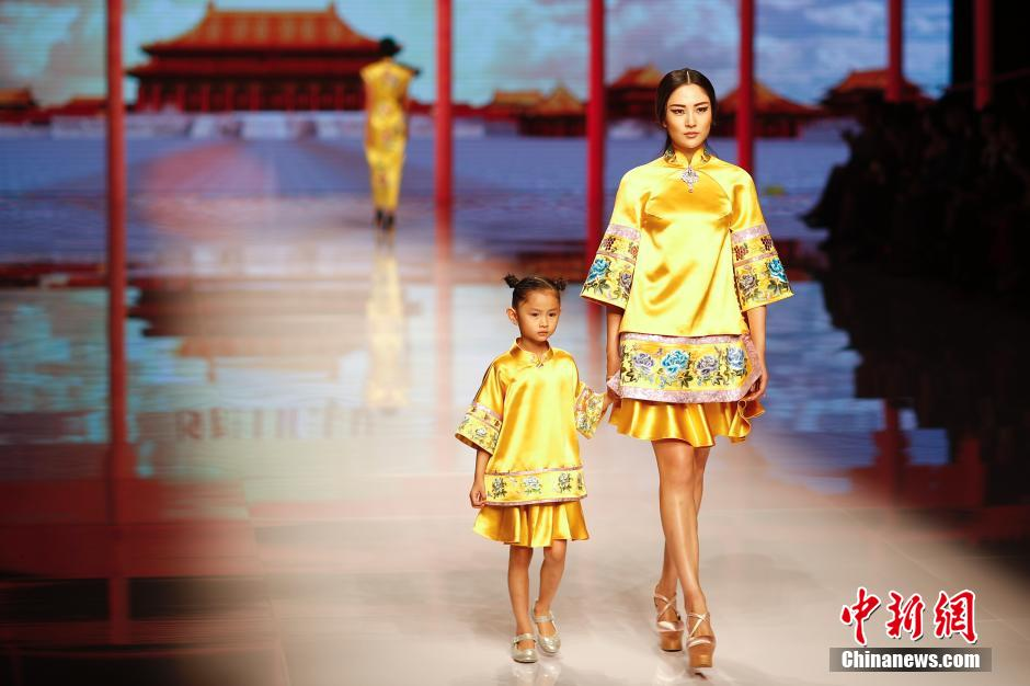 NE-TIGER SS2016 collection, inspired by the Qing Dynasty imperial style, presented at the China Fashion Week SS2016.
