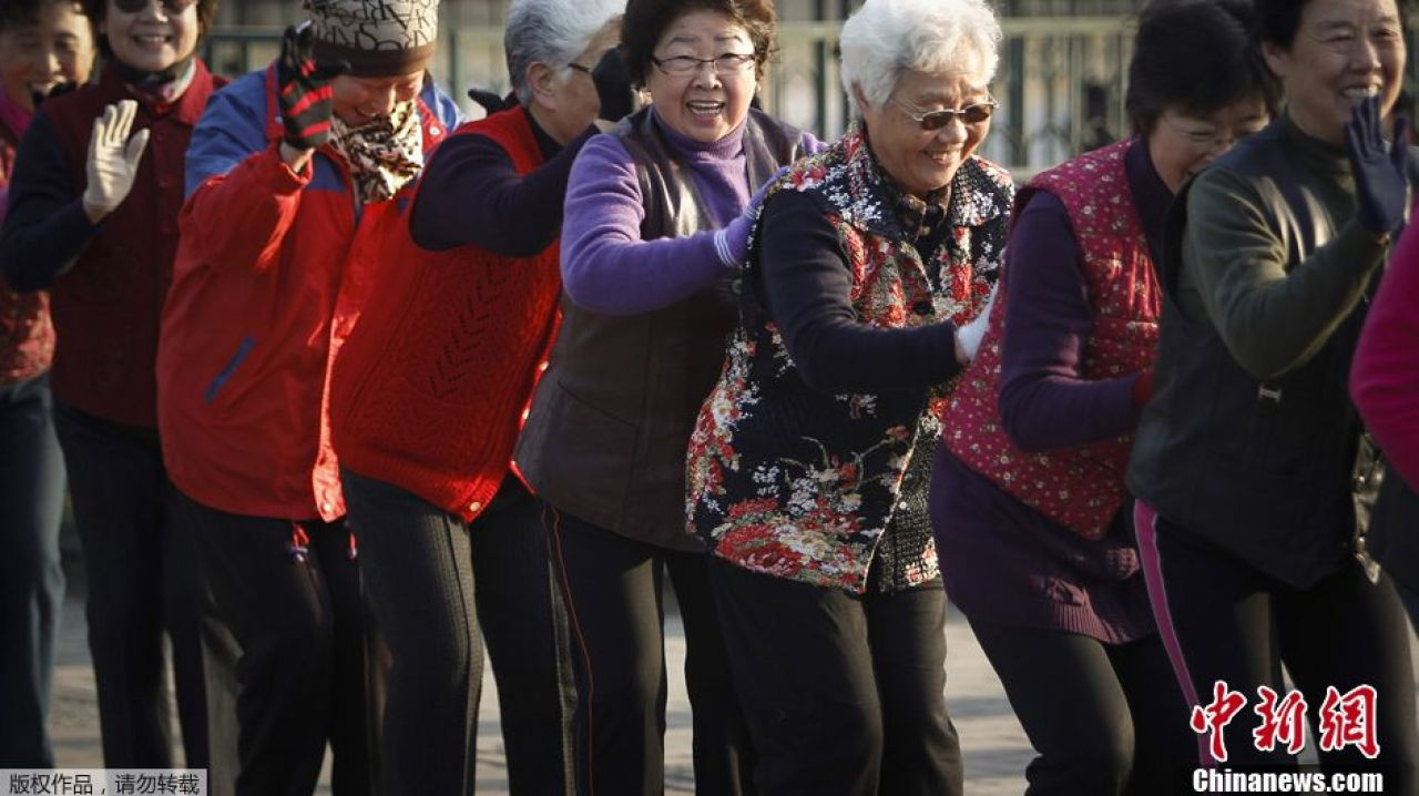 Invasion of China's square dancing grannies