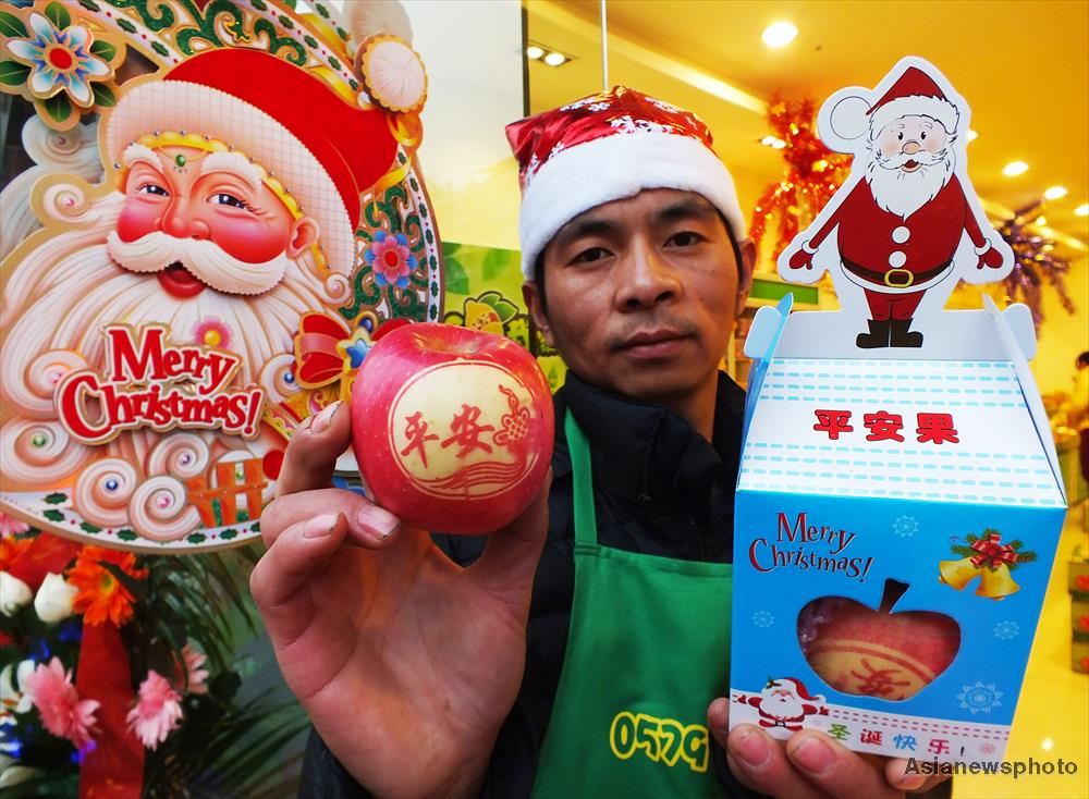 Chinese Christmas.China S Love For Christmas Apple Gifts Gbtimes Com