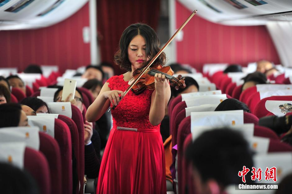 Passengers treated to mile-high Chinese New Year concert | gbtimes com