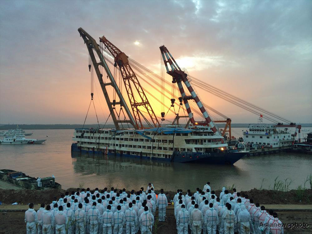 The Eastern Star cruise ship sank carrying 454 people while travelling from Nanjing to Chongqing.
