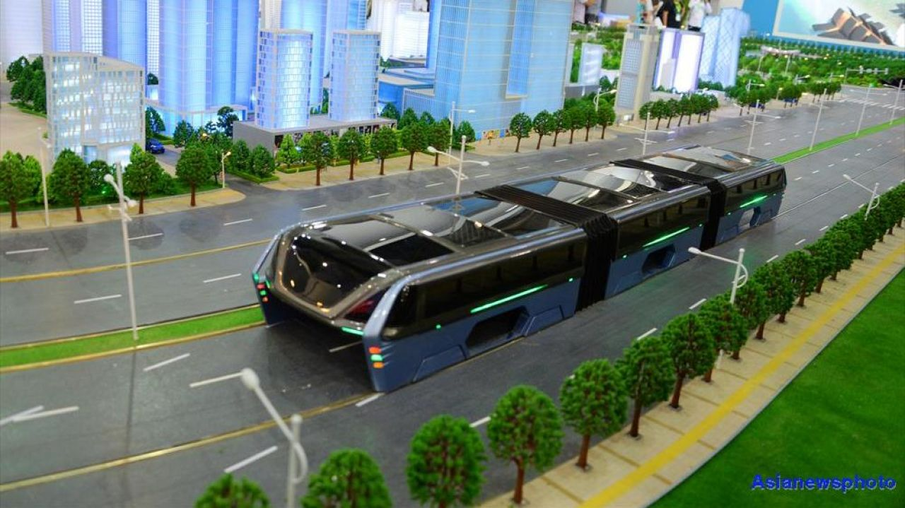 """straddling bus The transit elevated bus, or teb, is a """"bus"""" that runs on a track that effectively  straddles the road, and was touted as the solution to china's."""