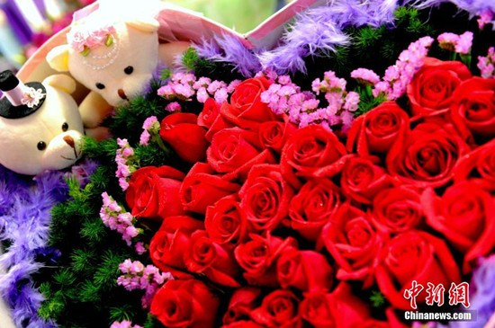 This year's flower sales ahead of the Qixi festival, especially roses, have almost doubled from the year before.