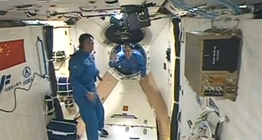 Jing Haipeng (left) and Chen Dong enter Tiangong-2 from Shenzhou-11 on October 19, 2016.