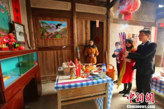Ancestor worship is another Spring Festival tradition. People bestow their ancestors' memorial tablets with food and other items, before praying to them.