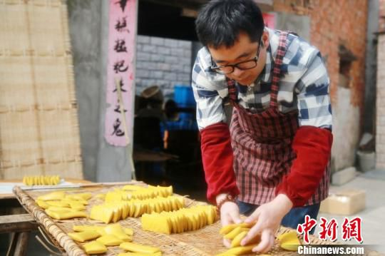 """In southern China, people prefer to eat rice cake (niangao) which sounds like """"getting more prosperous"""" when said aloud."""