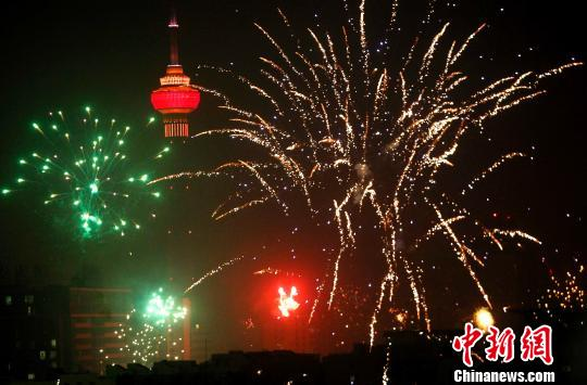Setting off firecrackers is a typical custom during the Chinese New Year. However, the activity has been banned in several cities and even some rural areas.