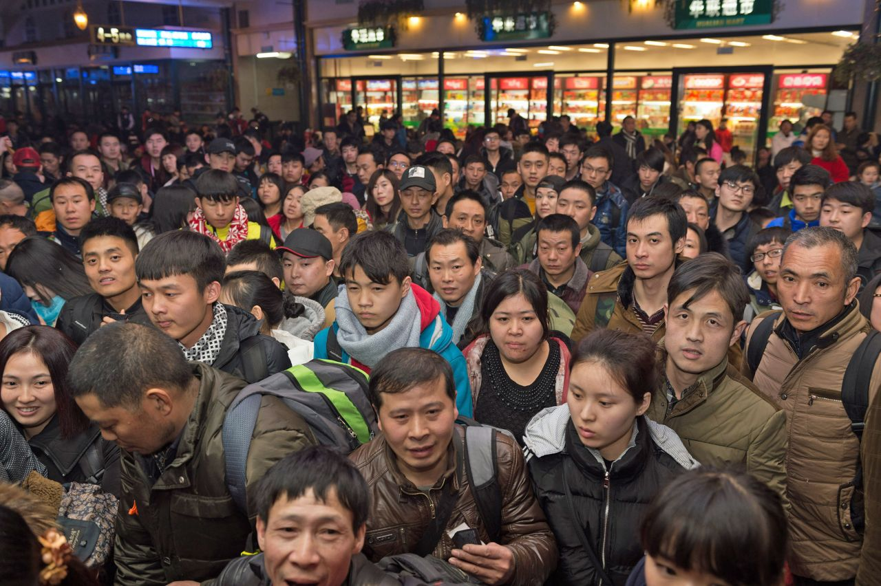 People of the Spring Festival travel rush