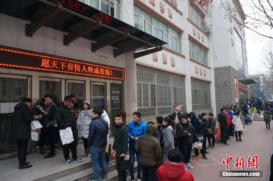 A long queue for marriage registration at Zhengzhou, capital of Henan Province.
