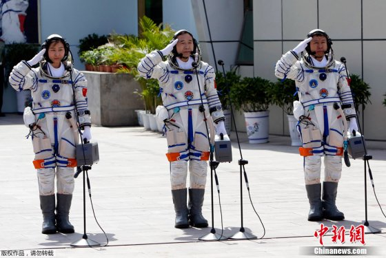 Liu Yang (left), commander Jing Haipeng (centre) and Liu Wang (right) shortly before launch of Shenzhou-9 on June 16, 2012.