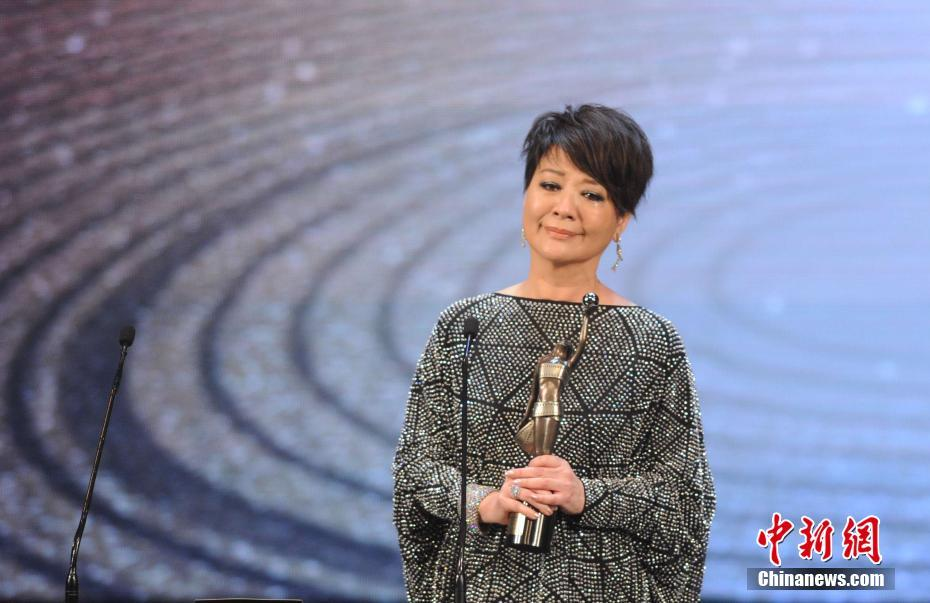 Elaine Jin received the Best Supporting Actress for the film Mad World at the 36th Hong Kong Film Awards on Sunday.