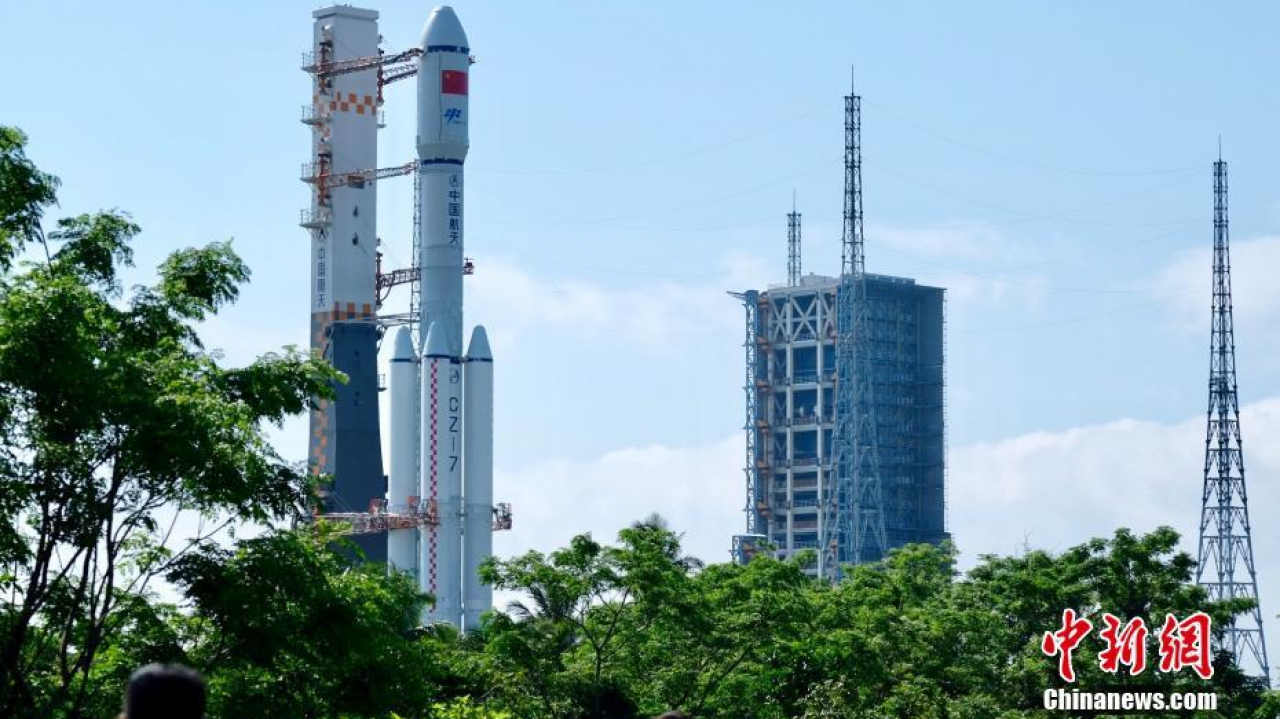 Long March 7 rocket rolled out for Tianzhou-1 refuelling mission