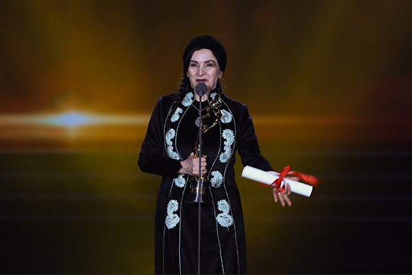 Iran actress Golab Adine won Best Actress with her role in Abji.