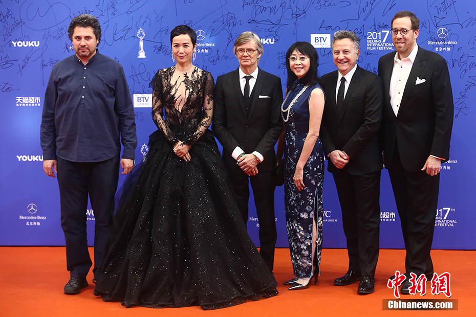 Radu Jude, Jiang Wendi, Bille August, Mabel Cheung, Paolo Del Brocco and Robert Minkoff - jury members for the Tiantan Awards - stand on the red carpet.