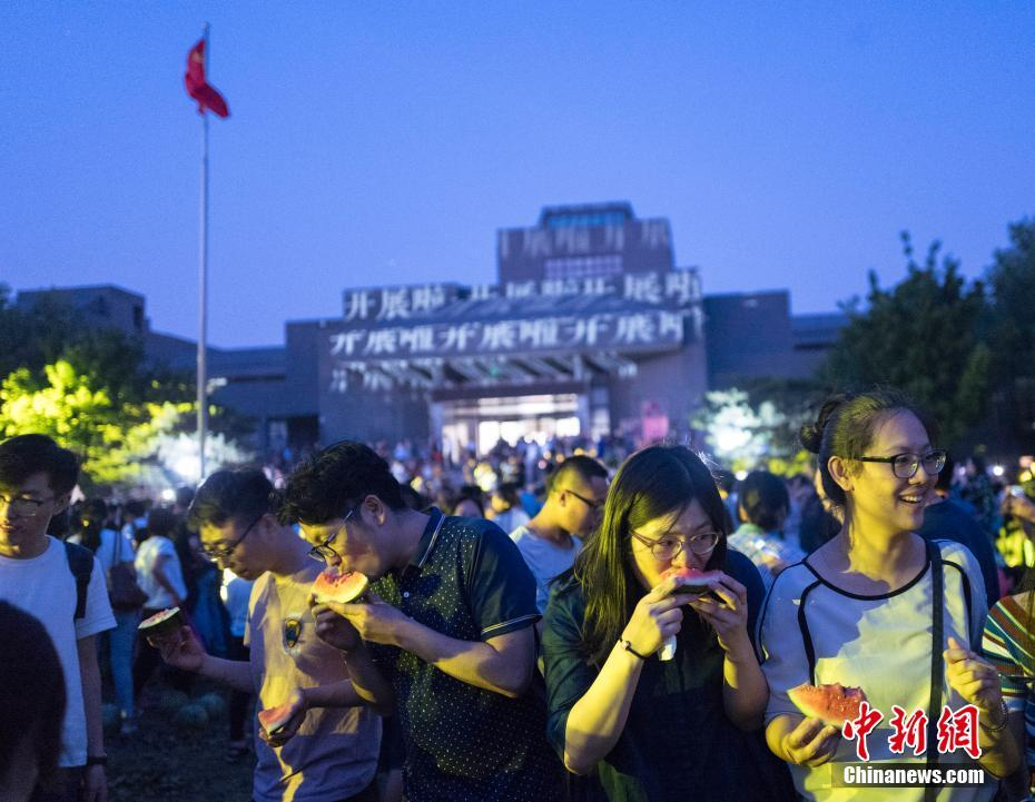 Visitors and students were eating watermelon in China Central Academy of Fine Arts on Thursday.