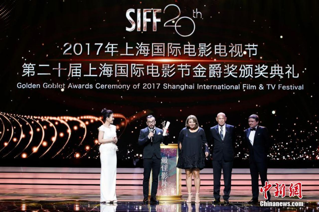Philippine film Pauwi na wins Best Picture at Shanghai International Film Festival.