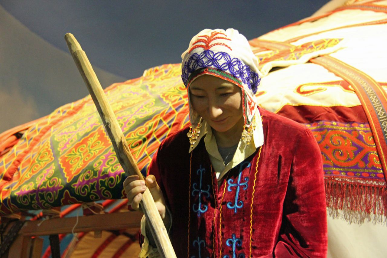 The Kirgiz minority has renowned for making products woven from straw, colourful belts, tableware made of camel skin, and embroidered tapestries that hang on the walls of yurts.