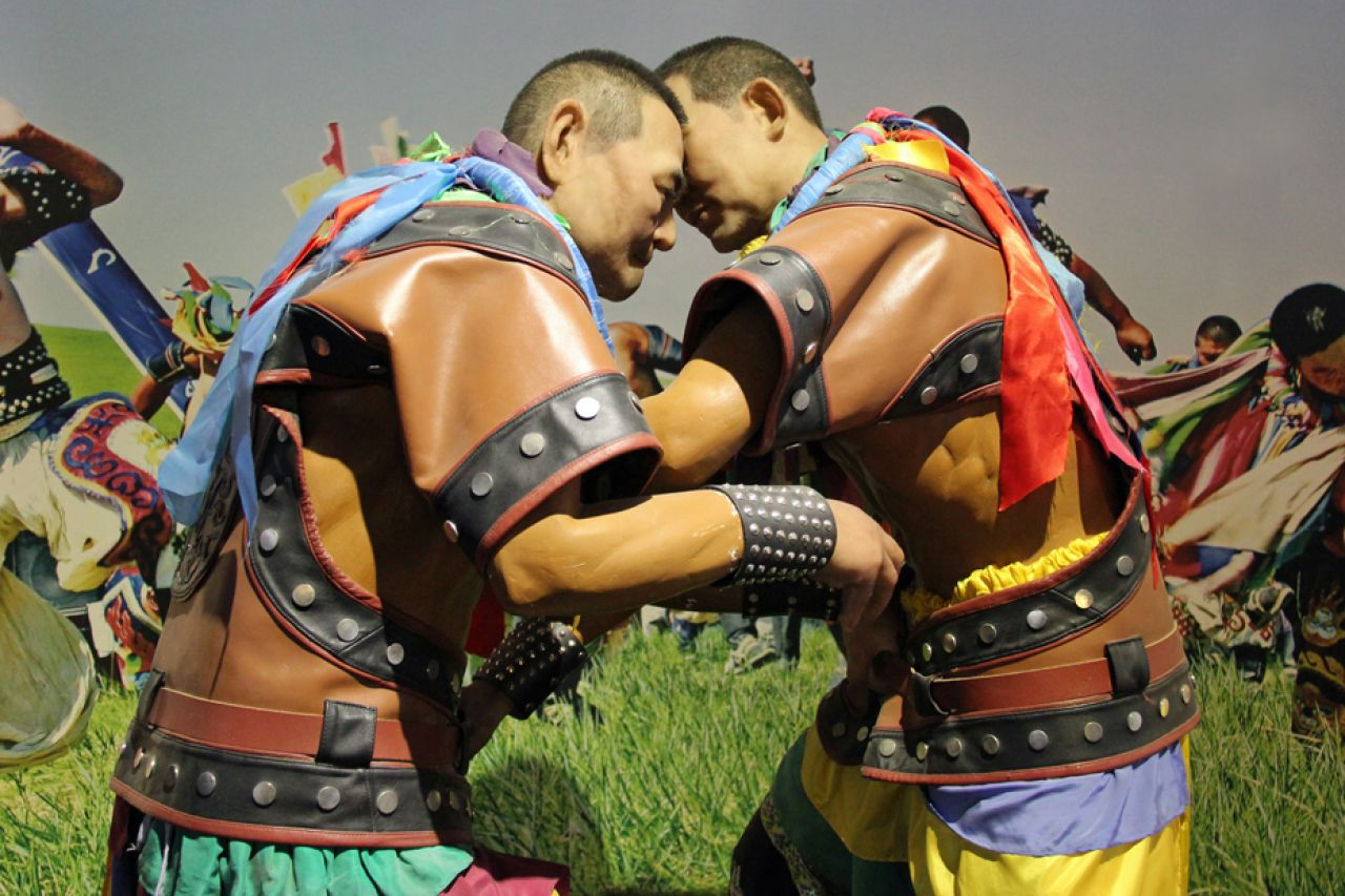 The annual Mongol festival of Oboo consists of horse racing, wrestling and archery, as well as dancing to the stringed Tobsul instrument.