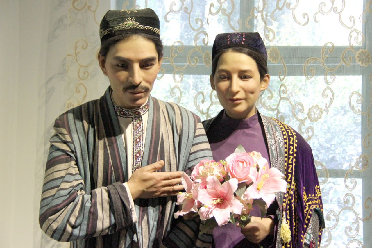 According to Uzbek tradition, a wedding can last up to four days with different customs taking place each day, including lots of singing and feasting.