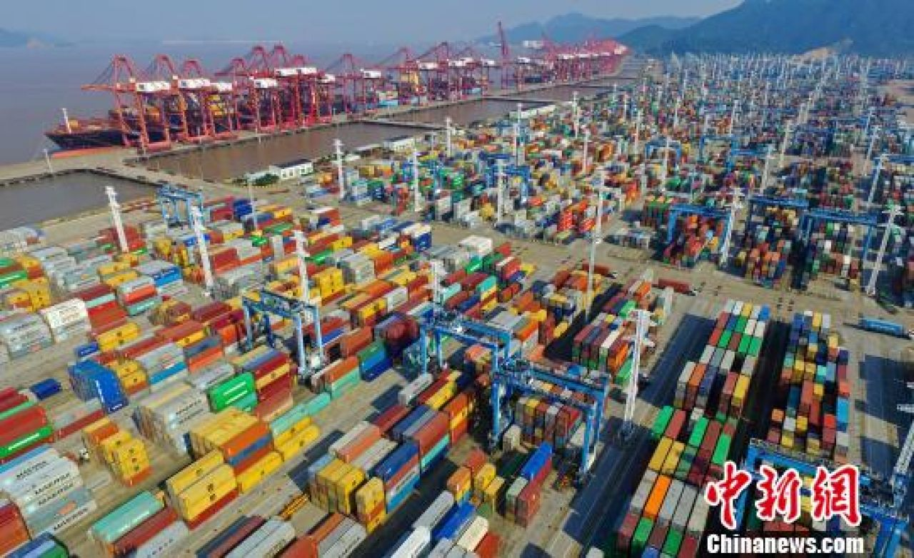 Chinese foreign trade continues to rise, but surplus shrinks in August