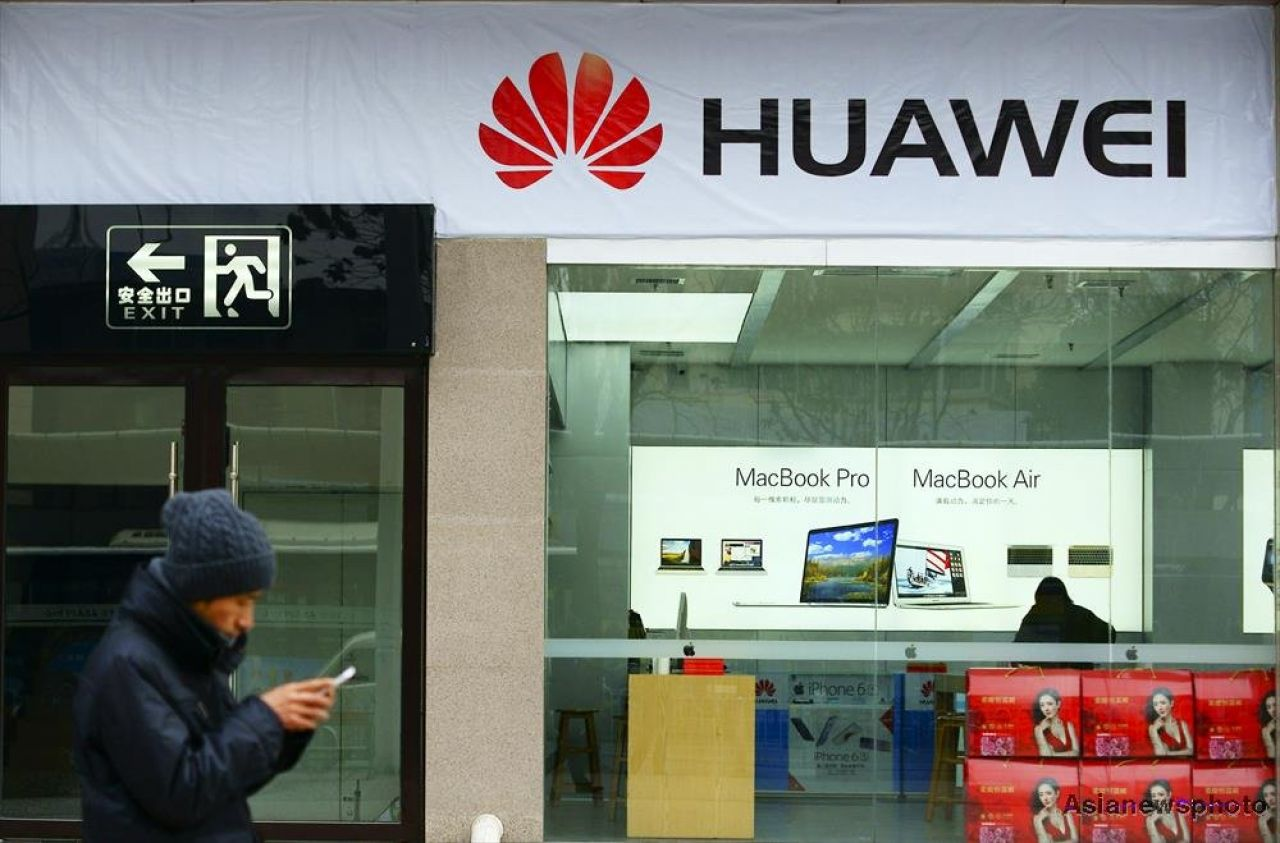 Japan bans Huawei, ZTE from gov't purchases despite China's opposition