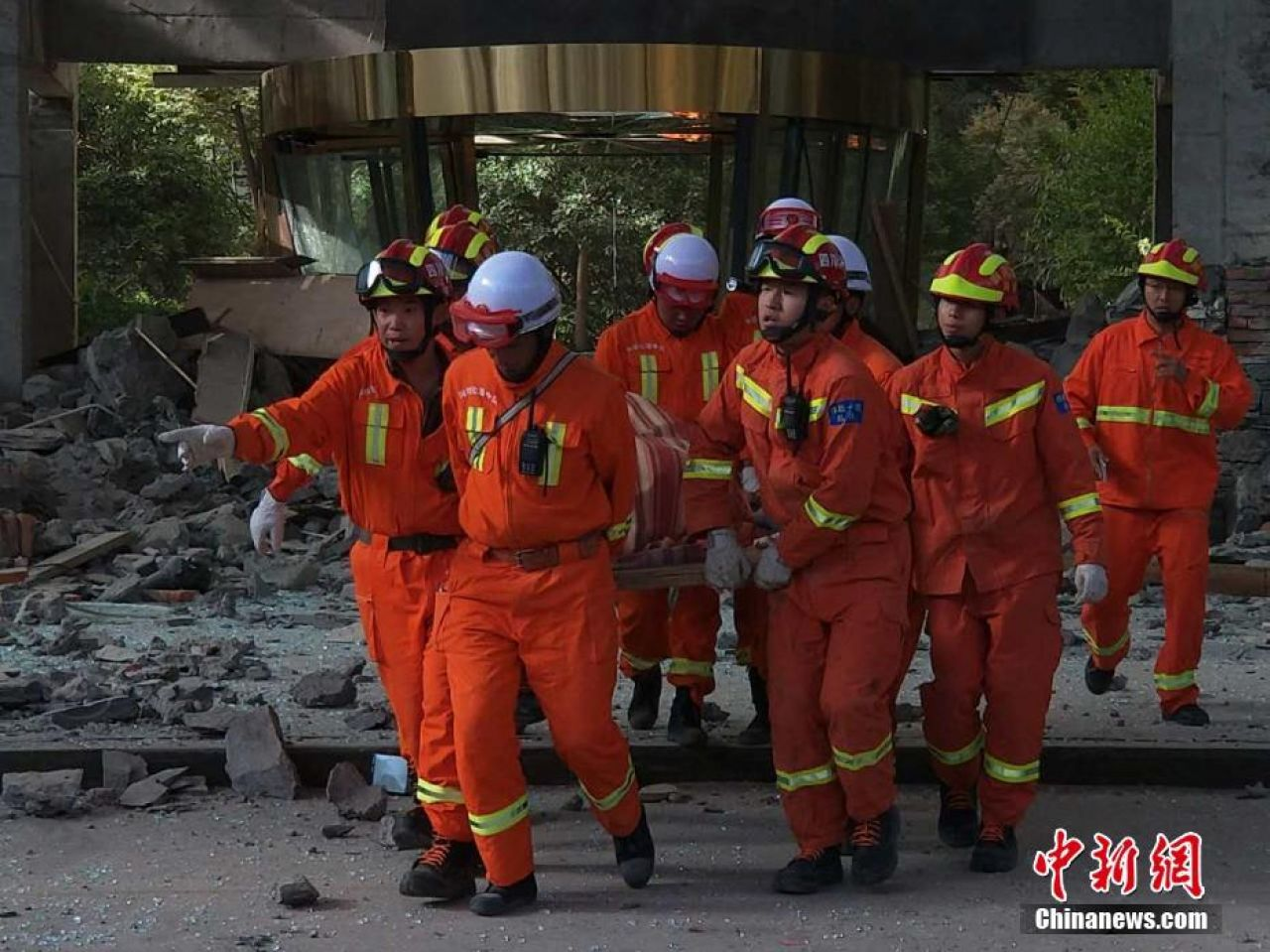 Rescuers transporting an injured victim after the Jiuzhaigou Earthquake.