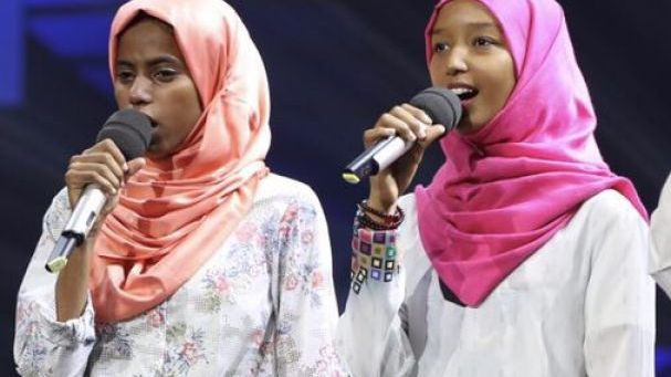 Sudanese girl Li Can (left) performed at the Chinese Bridge 2017 final.