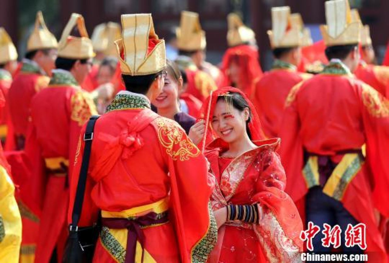 77 couples attending a group wedding in Xian, Shaanxi Province to celebrate the Qixi Festival.