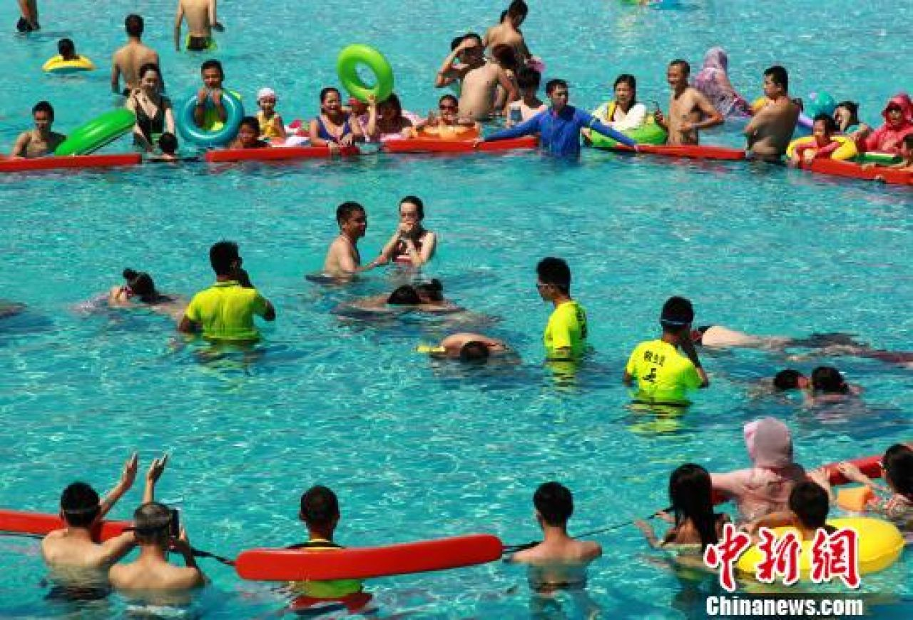 Couples attending an underwater kissing competition at a Chongqing water park as part of Qixi Festival celebrations.