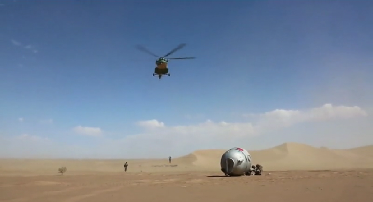 Recovery crews rehearse for the return of the test capsule (Framegrab/CCTV).
