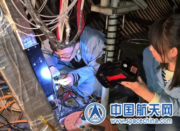 Scientists work on the Chang'e-5 probe (China Aerospace Science and Technology Corporation).