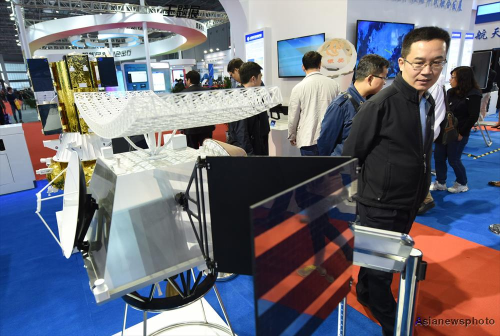 The model of China's Venus exploration orbiter on display at the 18th China International Industry Fair in Shanghai on November 1, 2016 (Long Wei/China Daily).