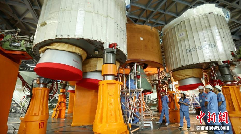 The YF-100 booster and YF-77 core rocket engines seen on the launch pad.
