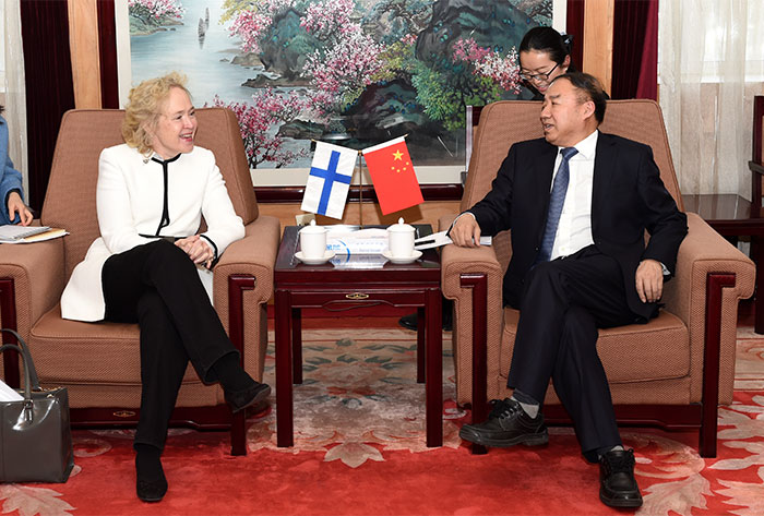 Chen Fengxue from State Forestry Administration of China and Jaana Husu-Kallio from the Finnish Ministry of Agriculture and Forestry met earlier this year to discuss cooperation in forestry and giant panda research. Source: State Forestry Administration of China