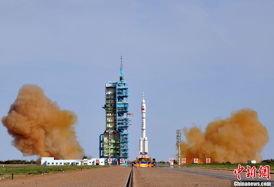 Shenzhou-10 lifts off on top of a Long March 2F rocket from Jiuquan on June 11, 2013.
