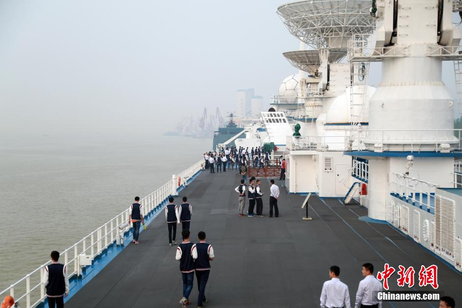 The Yuanwang-6 space tracking ship opened to students on April 23 (CNS).