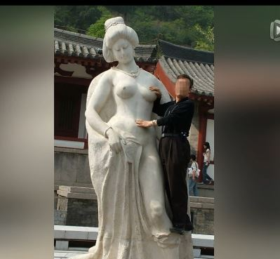 Statue-groping tourists: 'Everything's been paid for'