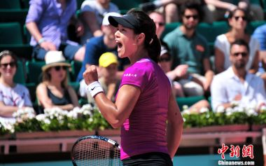 Li Na into fourth round of French Open