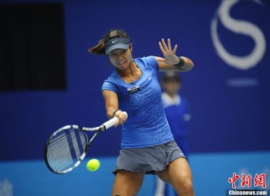 Li Na defeated in China Open semis but qualifies for WTA Championships