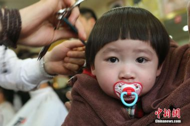 Chinese kids get 'lucky haircuts'