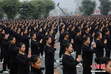 Kung fu nation: 10,021 students break world record for largest Wing Chun display