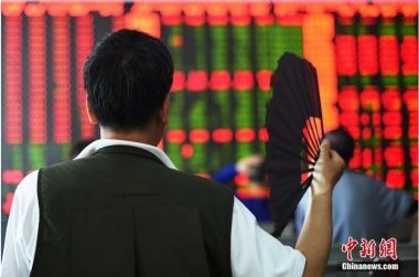 China relaxes rules to stabilise stock market