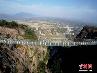 100 beauties practice yoga on glass-bottomed bridge