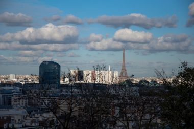 China ready to work with France to expand mutual investment and trade growth