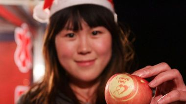 China's love for Christmas apple gifts