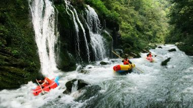 41 tourists trapped in rafting accident in Hainan, 36 rescued
