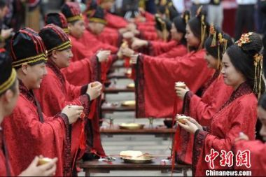 Chinese traditional group wedding held on Chinese Valentine's Day