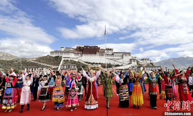 Lhasa takes the lead in poverty reduction in Tibet