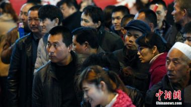 Hukou reform to give permits to 100 million migrant workers